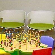 Aménagement d'espace d'accueil avec des jeux en bois intergénérationnels